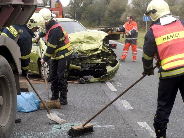 Při nehodě u Pňova se srazilo několik vozů.