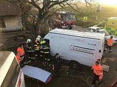K místě nehody přiletěl i vrtulník záchranné služby.