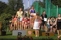 Zuzana Pražáková na stupni nejvyšším.