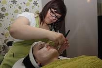 Aneta Maturová ve svém kosmetickém salonu