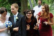 Oživlé postavy z her ukončily netradiční svatební obřad.