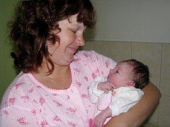 Třetí děvče se narodilo mamince Petře a tatínkovi Lubošovi. K čtrnáctileté Nikole a šestileté Pétě přibyla Nelinka. Nela Stránská se narodila 8. července 2013. Její poporodní výška byla 47 centimetrů a váha 3030 gramů. Rodina bydlí v Mančicích.