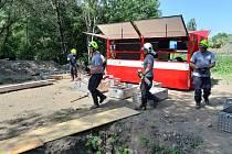 Říčanští hasiči procvičovali stabilizaci výkopu