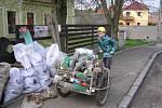 Dobrovolníci v sobotu uklízeli například v okolí Polep.