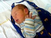 K tříleté Terezce přibyl do rodiny Renaty a Petra z Kolína druhý potomek. Adam Brumerčík se narodil 12. června 2012. Po porodu měřil 50 centimetrů a vážil 3530 gramů.