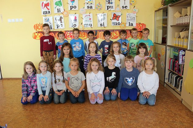 Prvňáčci ze ZŠ Starý Kolín ve školním roce 2019/2020.