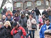 Národopisný pořad na téma lidového masopustu přilákal do skanzenu obrovské množství návštěvníků.
