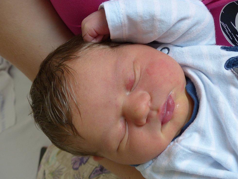Jaroslav Irsenský se narodil 29. června 2021 v kolínské porodnici, vážil 3705 g a měřil 50 cm. Ve Starém Kolíně ho přivítala sestřička Anežka (3.5) a rodiče Markéta a Roman.
