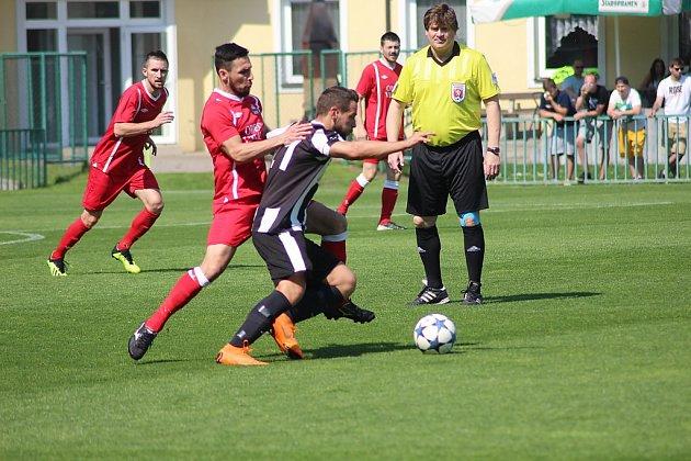 Zfotbalového utkání krajského přeboru Velim - Hřebeč (3:0)