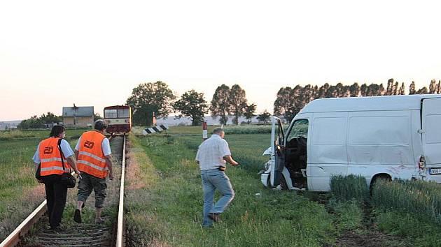 Nehoda dodávky a vlaku za Kořenicemi