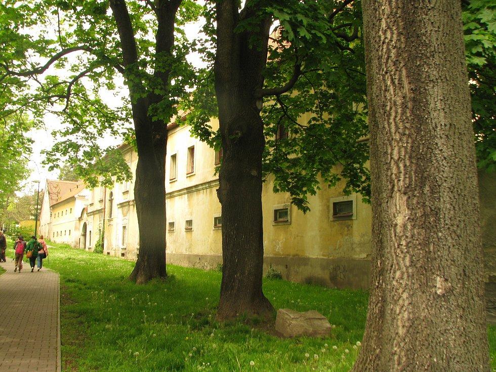 Červený dvůr v Kolíně a přilehlý parčík.