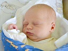 S mírami 52 centimetrů a 3725 gramů se v kolínské porodnici 16. července 2013 narodil Radek Lunga. S maminkou Ivou a tatínkem Radkem pojede domů do Starého Kolína za osmnáctiměsíční sestřičkou Sofinkou