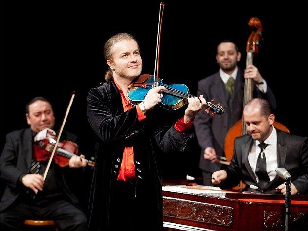 Houslista Pavel Šporcl zahraje v Kolíně.