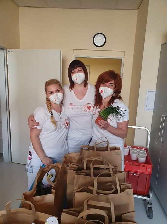 Poděkování zdravotníkům v Oblastní nemocnici v Kolíně za jejich práci.