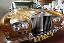 Sleva úměrná ceně. Čím dražší je vůz, tím vyšší má cenová zvýhodnění. Pro Rolls Royce Silver Shadow to ale neplatí.