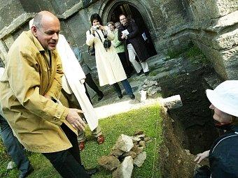 Při setkání s archeology.