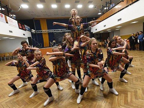 Nosaté rozparádily kankánové tanečnice Chrtky z Polních Chrčic.