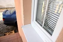 Rozbité okno Bartošova domu