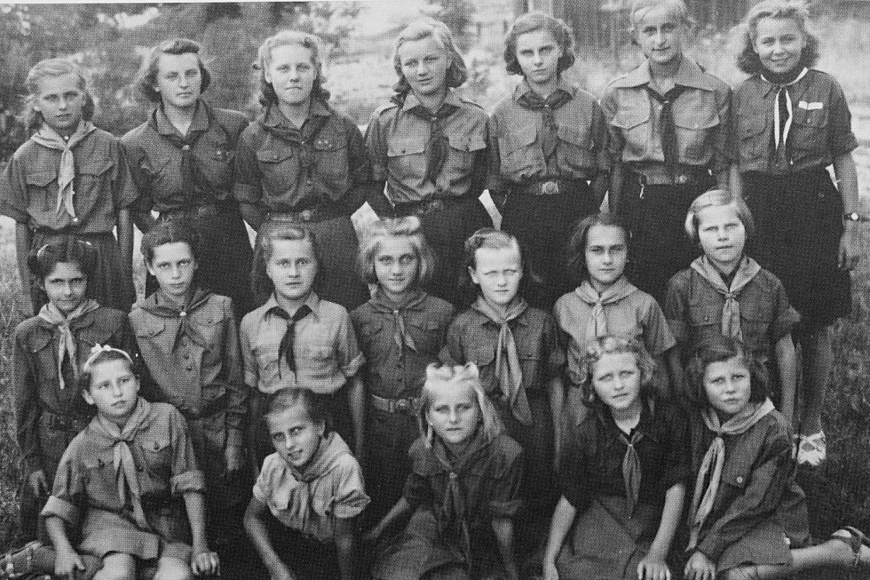 Skautský oddíl v Pečkách v letech 1945 - 1946.