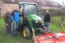 Technické služby Doubravčice mají nový traktor.