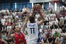 Ze čtvrtého utkání čtvrtfinálové série BC Kolín - Pardubice (69:81).