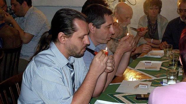 V Kostelci se utkali kuřáci dýmek