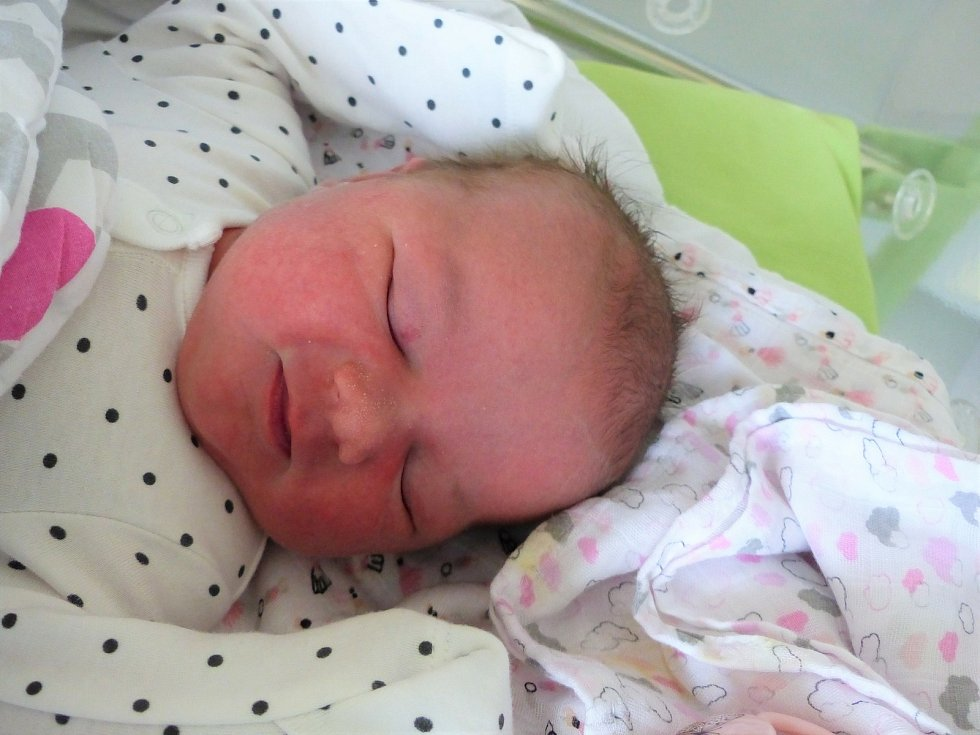 Eliška Fendrychová se narodila 28. března 2021 v kolínské porodnici, vážila 3850 g a měřila 50 cm. Do Ovčár si ji odvezla sestřička Bára (3) a rodiče Pavlína a Martin.