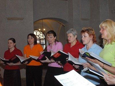 Členky kolínského pěveckého sboru Privatissima.