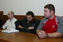 David Procházka(vlevo) a Josef Hladík u kolínského soudu.