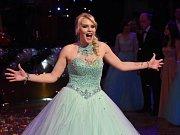 Maturitní ples absolvovala třída 4.B Obchodní akademie Kolín.