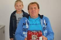 Třetí kolo Tip ligy vyhrála Vladimíra Burešová. Za své tipy získala karton piv. Cenu za ní převzal přítel Vladimír Zalabák s dcerou Nikolkou.