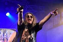 Hned dva koncerty po sobě absolvovala v kolínském městském společenském domě metalová legenda Arakain. Po čtvrtečním akustickém koncertu se v pátek naplno muzikanti rozjeli v trashovém tempu.