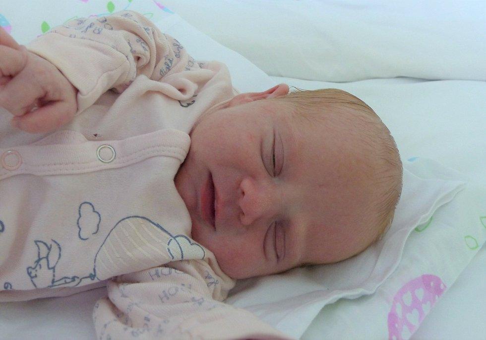 Laura Janovská se narodila 30. srpna 2021 v kolínské porodnici, vážila 3020 g a měřila 50 cm. Do Opolan si ji odvezli bráškové Damián (6), Adrian (3) a rodiče Renata a Michal.