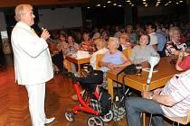 Seniory potěšilo i populární duo Eva a Vašek