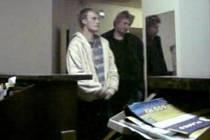 Poznáte muže, který by mohl poskytnout informace k trestné činnosti, ke které došlo 18.4.2011 v době od 21.00 do 21.13 h v areálu sportovního hřiště AFK  v Pečkách?