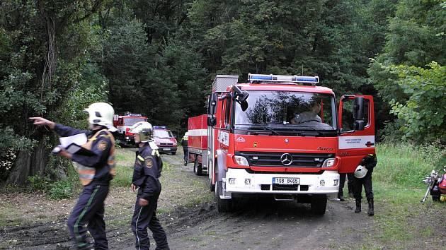Cvičení hasičů na Labi u Týnce