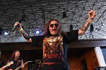 Na festivalu legendárních kapel nadchly stovky fanoušků i tři z kolínského regionu.