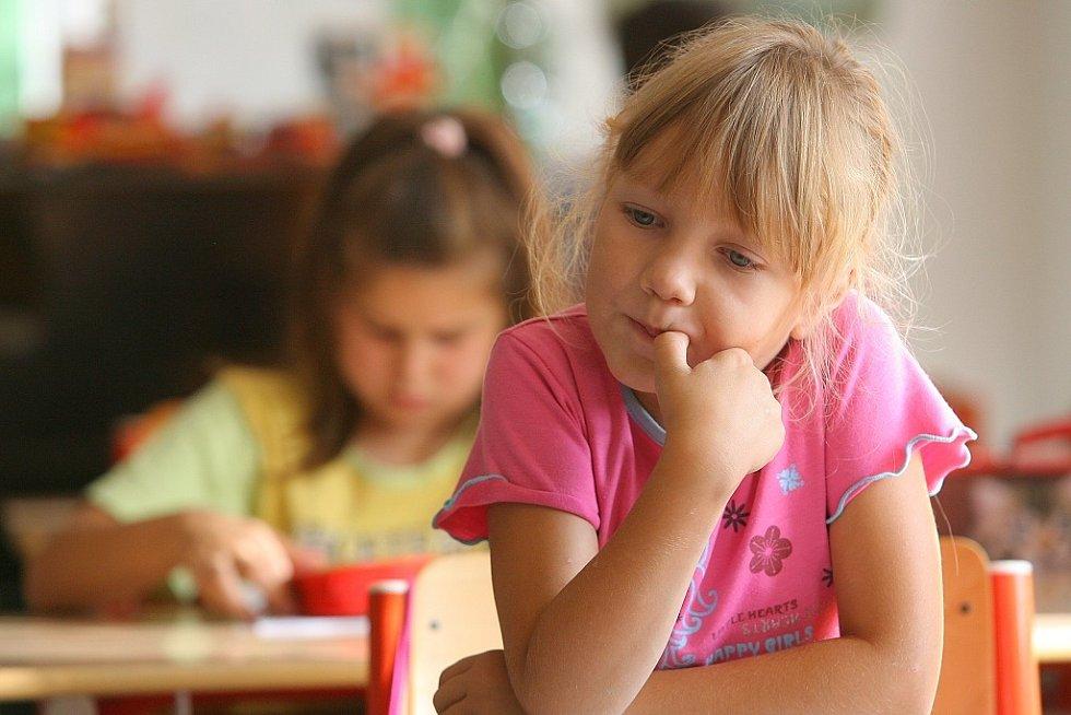 Letošní prvňáčci v cerhenické škole už za sebou mají první vyučovací dny.