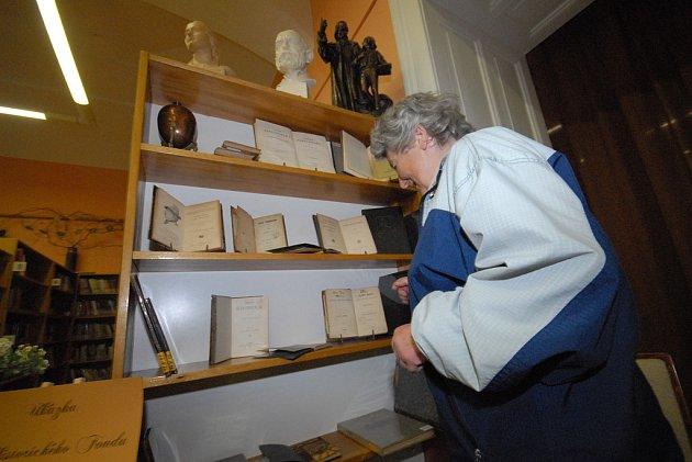 Pracovnice knihovny otevřely historický fond