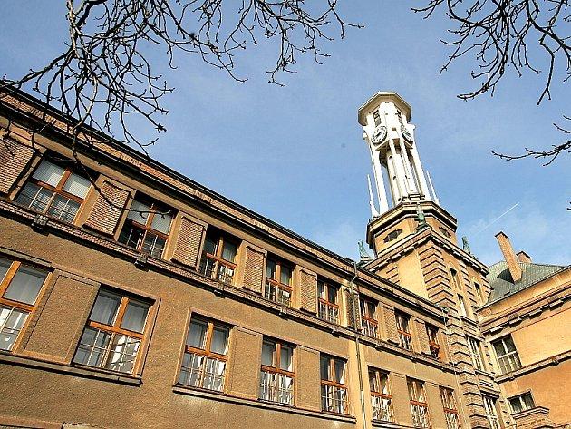 Budova kolínského gymnázia. Ilustrační foto