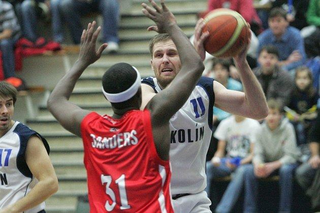 Z utkání BC Kolín - Pardubice (75:94).