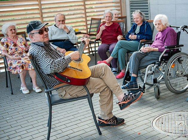 Ze života seniorů vdenním stacionáři vDomově Clementas vKolíně.
