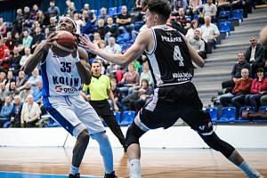 Z utkání BC Kolín - Hradec Králové (87:74).