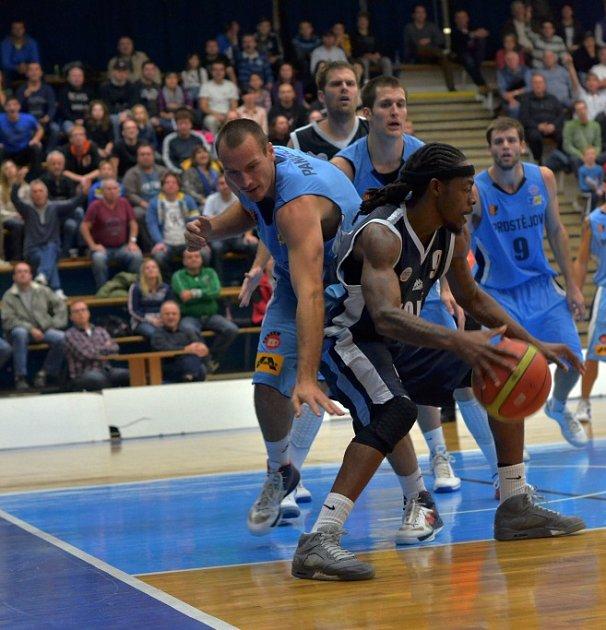 Z utkání BC Kolín - Prostějov (78:82).