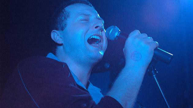 Luboš Suchánek je nejen zpěvákem Komunálního odpadu, ale na jeho poslední desce i výhradním textařem.