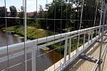 Údržba visuté lávka přes řeku Labe v Kolíně.