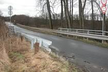 Pokud se nevyskytnou nečekané komplikace, mělo by se na opravě havarijního mostu mezi Kouřimí a Třebovlí začít  pracovat do konce letošního roku.