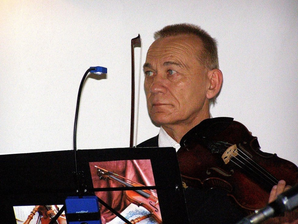 Na koncertě představil autor také novou knihu