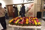 Tátovu volhu v kolínském kině uvedli její režisér a producent, divačky si odnášely květinu.