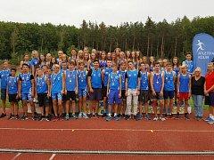 NEJLEPŠÍ V KRAJI. Starší žáci i žákyně kolínského atletického klubu jsou přeborníky kraje.